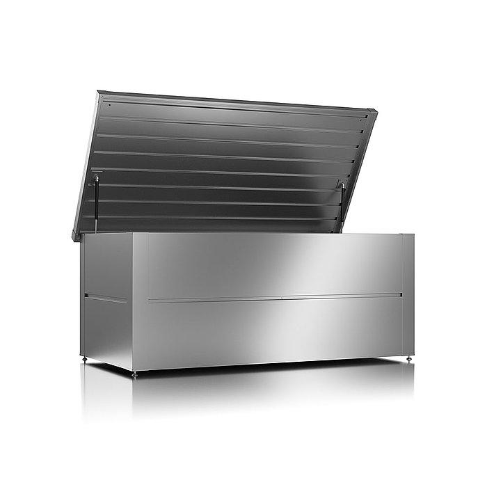 Gartenbox aus Stahl in der Farbe silber metallic mit geöffnetem Deckel