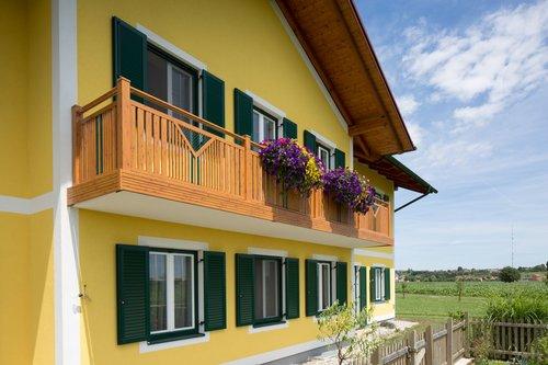 Guardi, Kitzbühel, balkon, balkon holzoptik, balkongeländer alu, aluminiumbalkon,