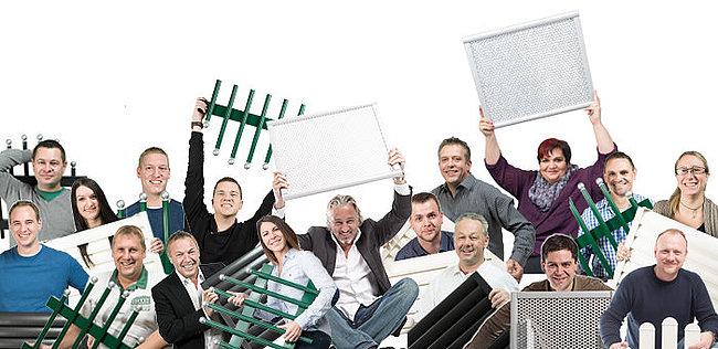 Mitarbeiter der Firma Guardi auf einem Bild, jeder davon hält ein andere Zaunmodell als Muster in den Händen
